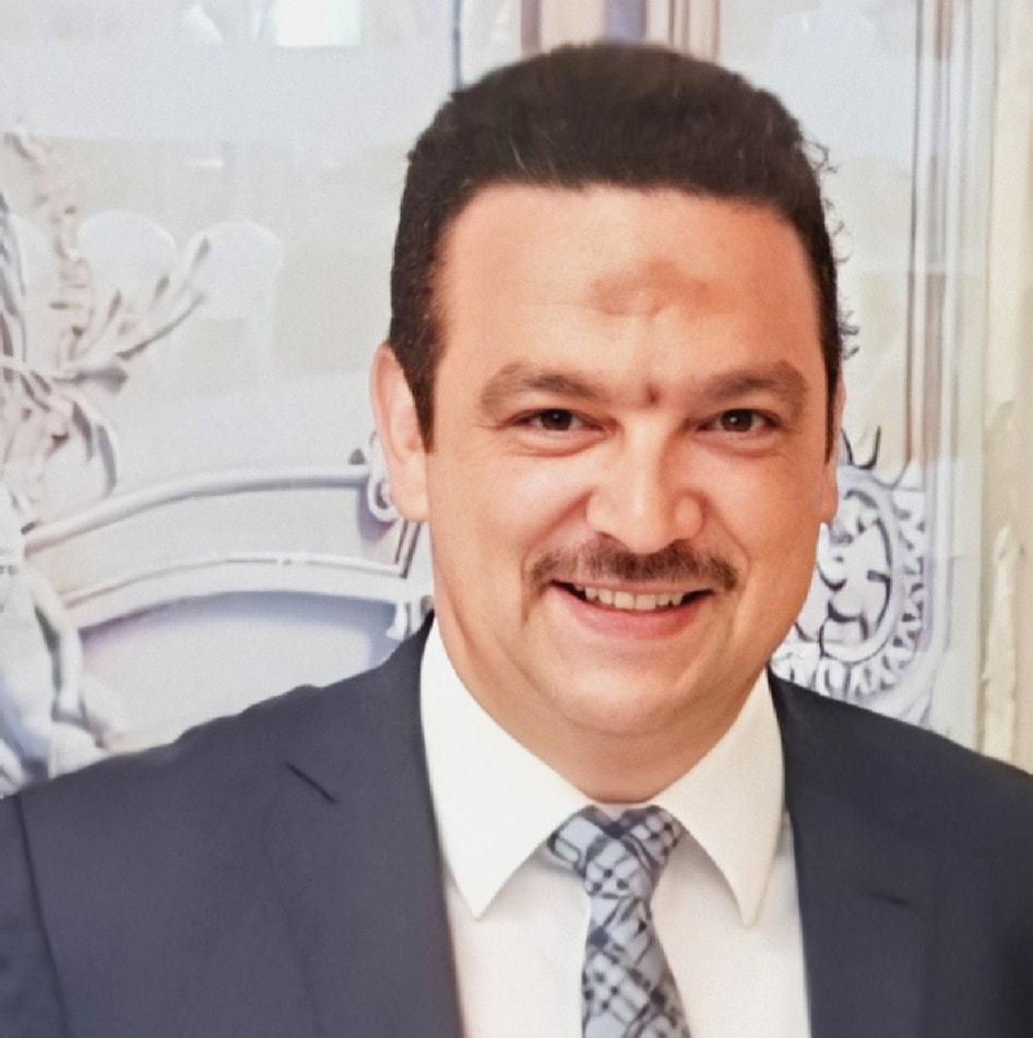 المحامى مصطفى زكى