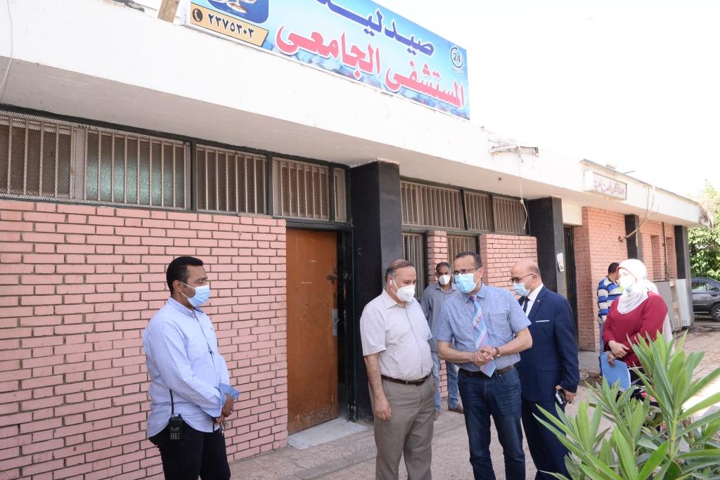 افتتاح صيدلية بالمستشفى الجامعى للعلاج الحر (4)