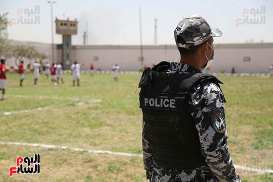 مباراة كرة قدم للسجناء