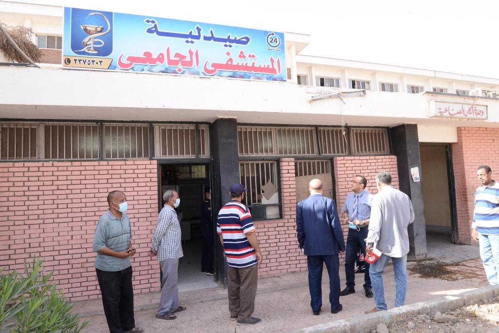 افتتاح صيدلية بالمستشفى الجامعى للعلاج الحر (9)