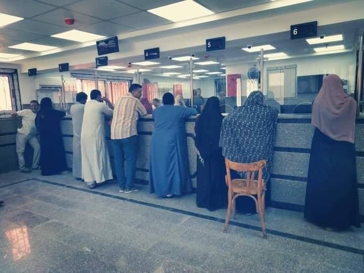 إقبال المواطنين على المركز التكنولوجى بقها