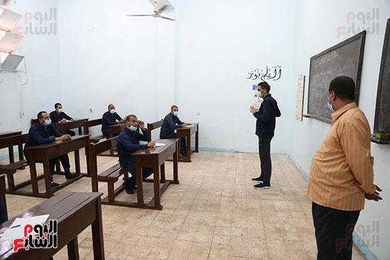 محاضرات للسجناء