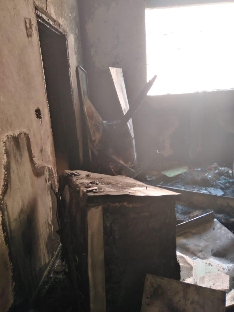 اثار الحريق على محتويات الشقة