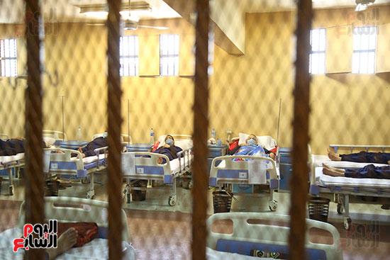 مرضى داخل السجن
