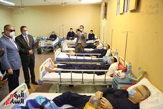 زيارة المرضى المسجونين