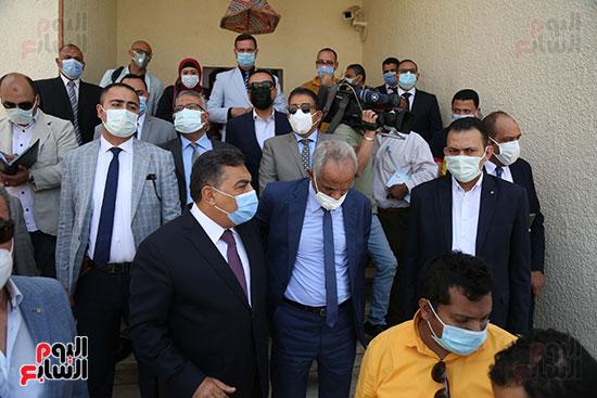 الوفد المكون من حقوقيين وإعلاميين في زيارة للجسن