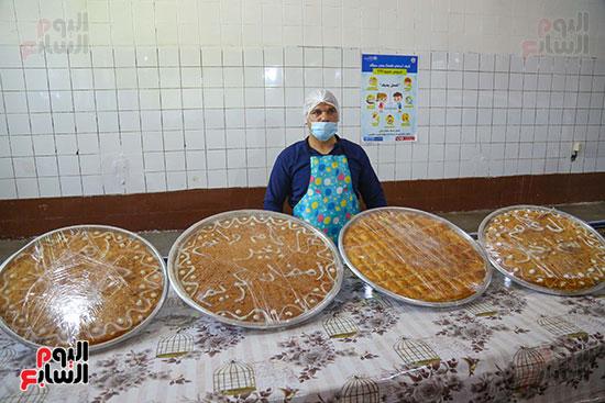 إعداد الحلوى داخل مطبخ السجون