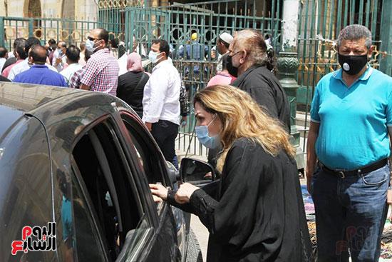 نادية مصطفى فى جنازة ماهر العطار