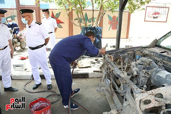 ورشة لإصلاح السيارات داخل السجون