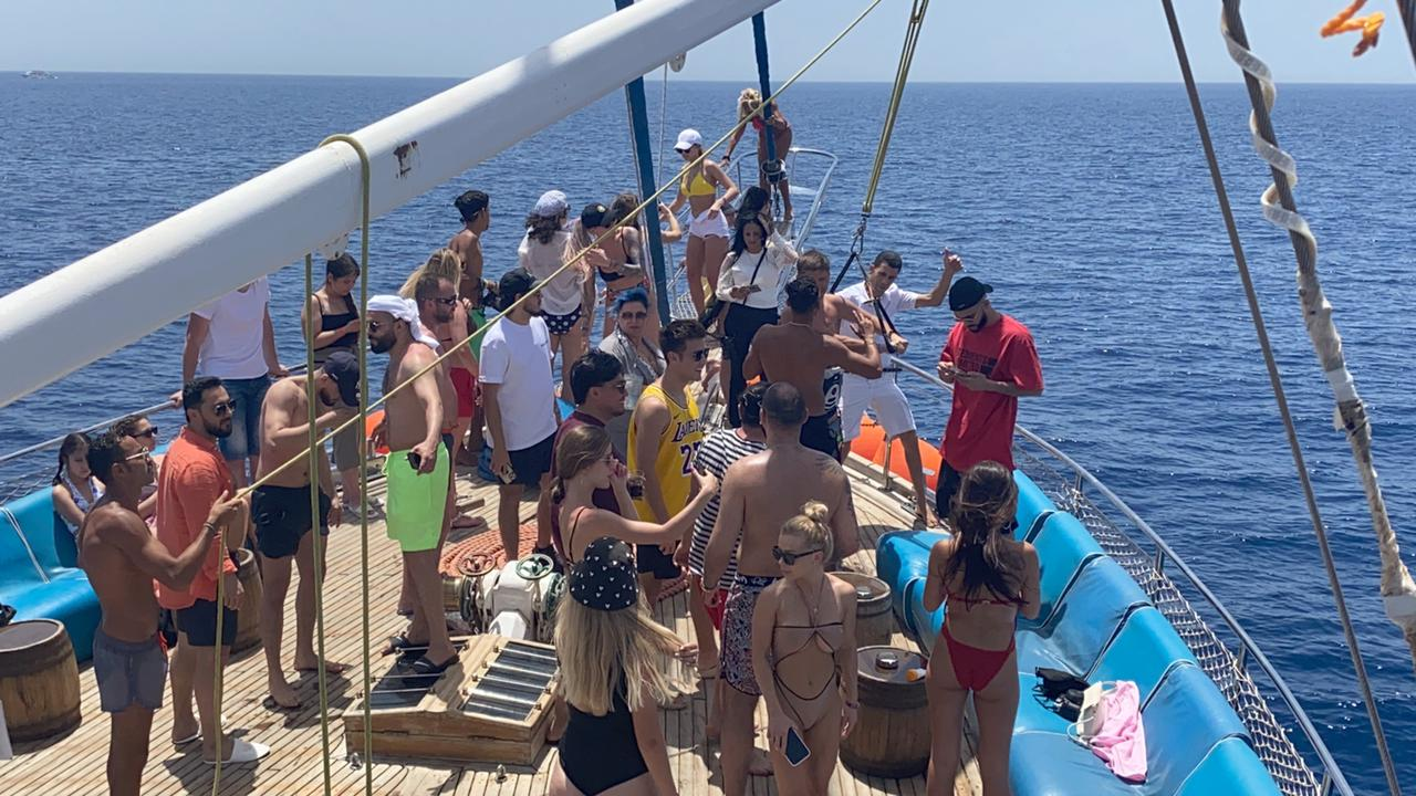المدونون الروس على متن السفينة بشرم الشيخ.