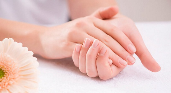 وصفات  لتفتيح اليدين