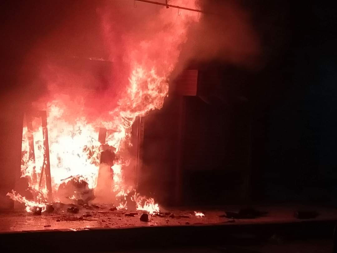 حريق بمحل تحف فى مدينة العاشر من رمضان (3)