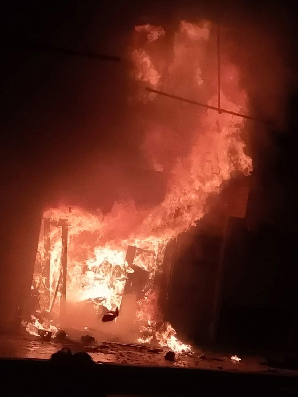 حريق بمحل تحف فى مدينة العاشر من رمضان (1)