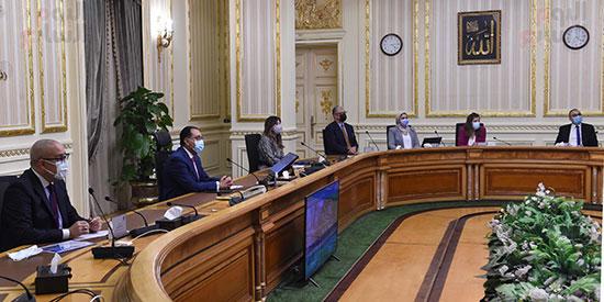 رئيس الوزراء يستعرض التصورات المقترحة لتطوير منطقة الفسطاط (2)