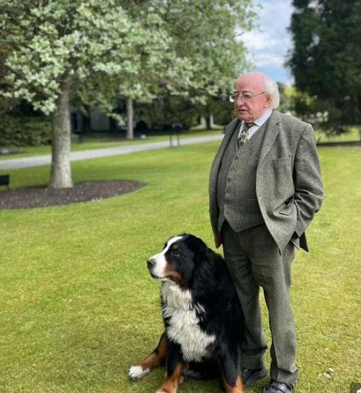 الرئيس مع كلبه