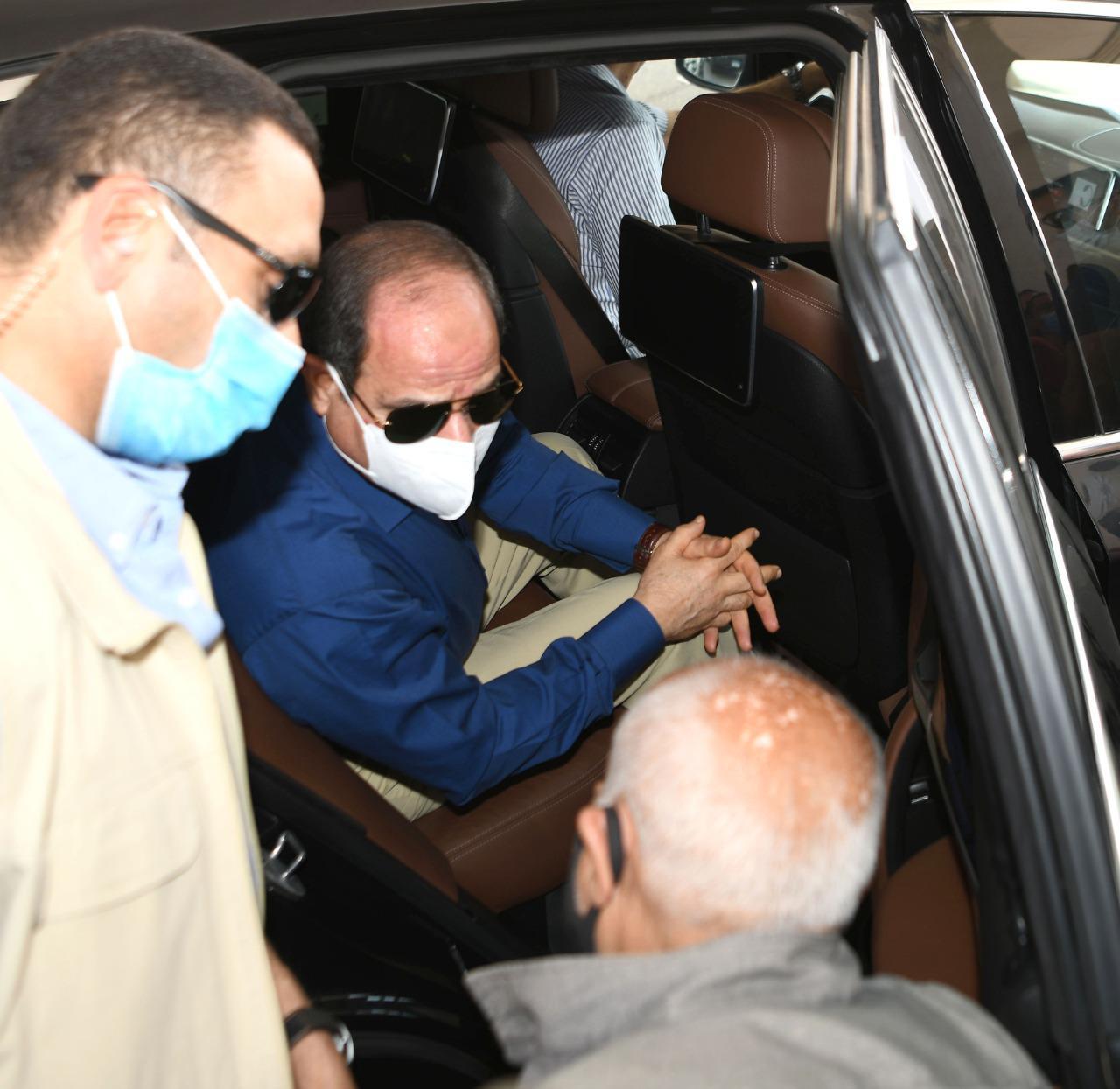 الرئيس السيسى يتحدث مع مواطنين ويستعلم عن أحوالهم بجولته فى شرق القاهرة (4)