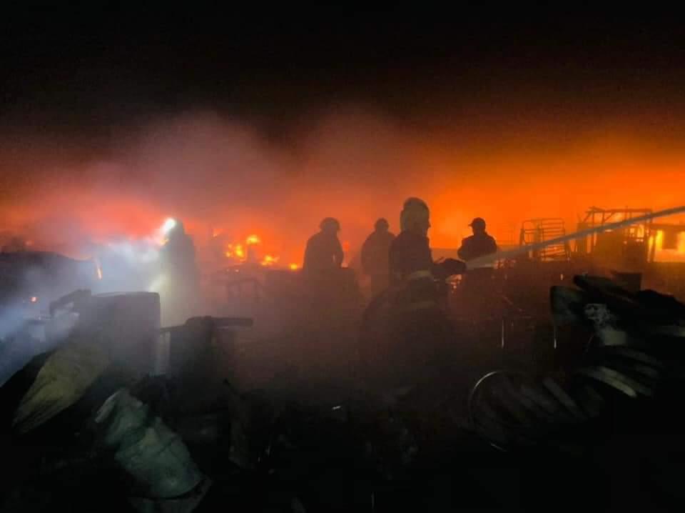 حريق كبير يلتهم سوق الجمعة وسط بغداد (3)