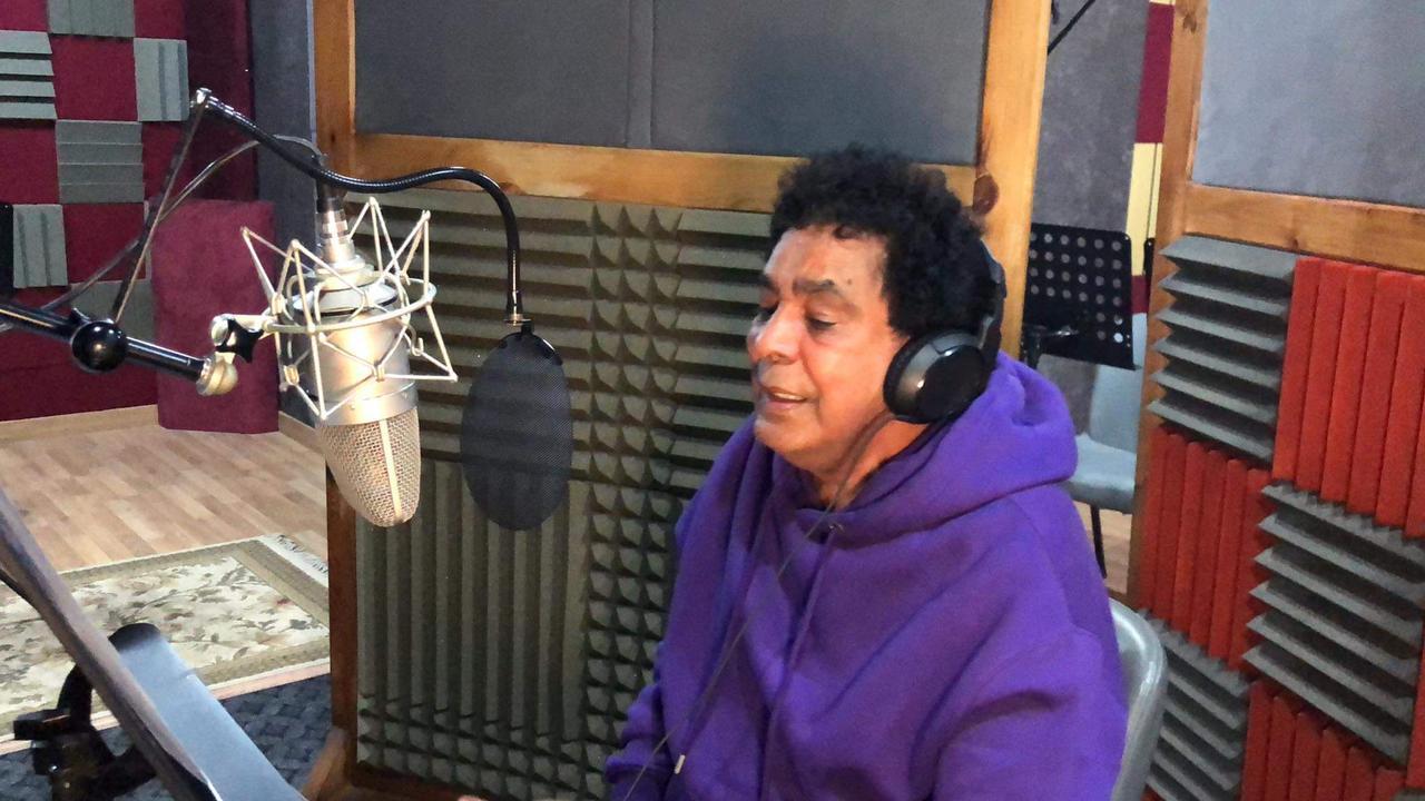 محمدمنير اثناء تسجيل اغنية ضالين