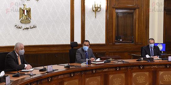 رئيس الوزراء يتابع إجراءات عقد امتحانات الثانوية العامة   (1)