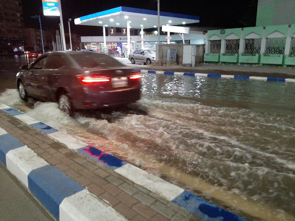 انفجار خط مياه بالسويس (4)