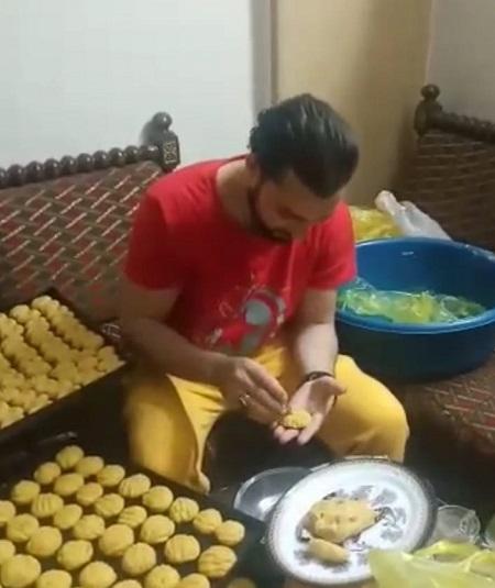 ياسين يصنع كحك العيد (2)