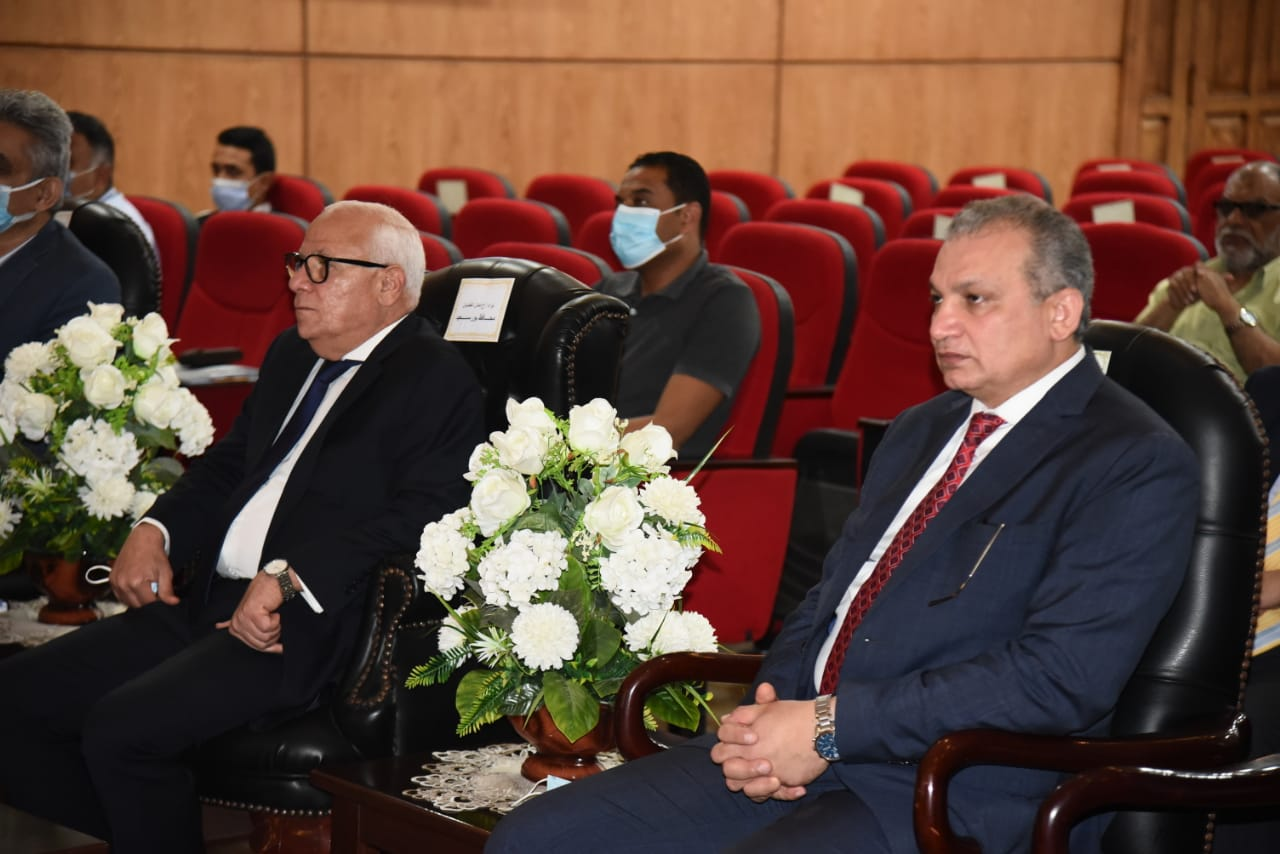 محافظ بورسعيد والمدير التنفيذى لصندوق تطوير العشوائيات