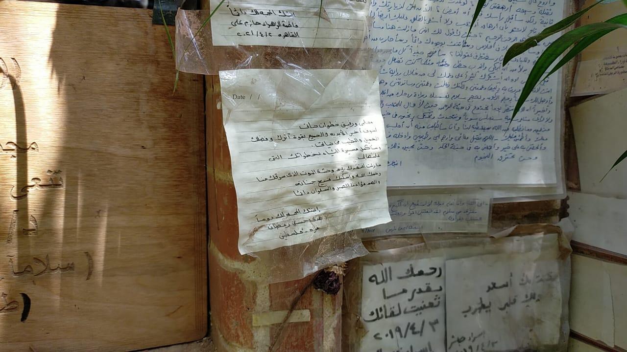 رسائل العشاق والمحبين على قبر أحمد خالد توفيق (2)