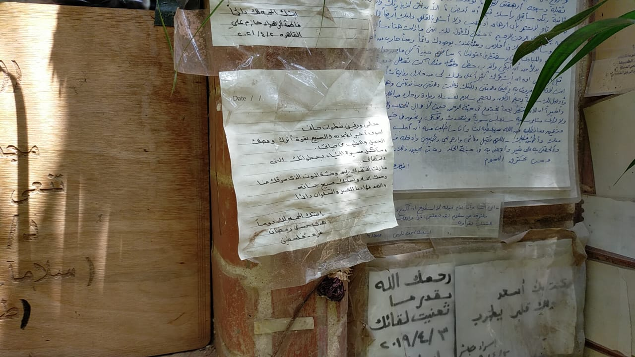 رسائل العشاق والمحبين على قبر أحمد خالد توفيق (3)