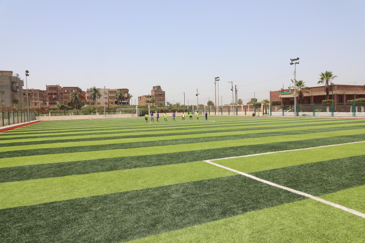 محافـظ المنوفية يفتتح مشروع محطة رفع صرف صحى وملعب خماسي (4)