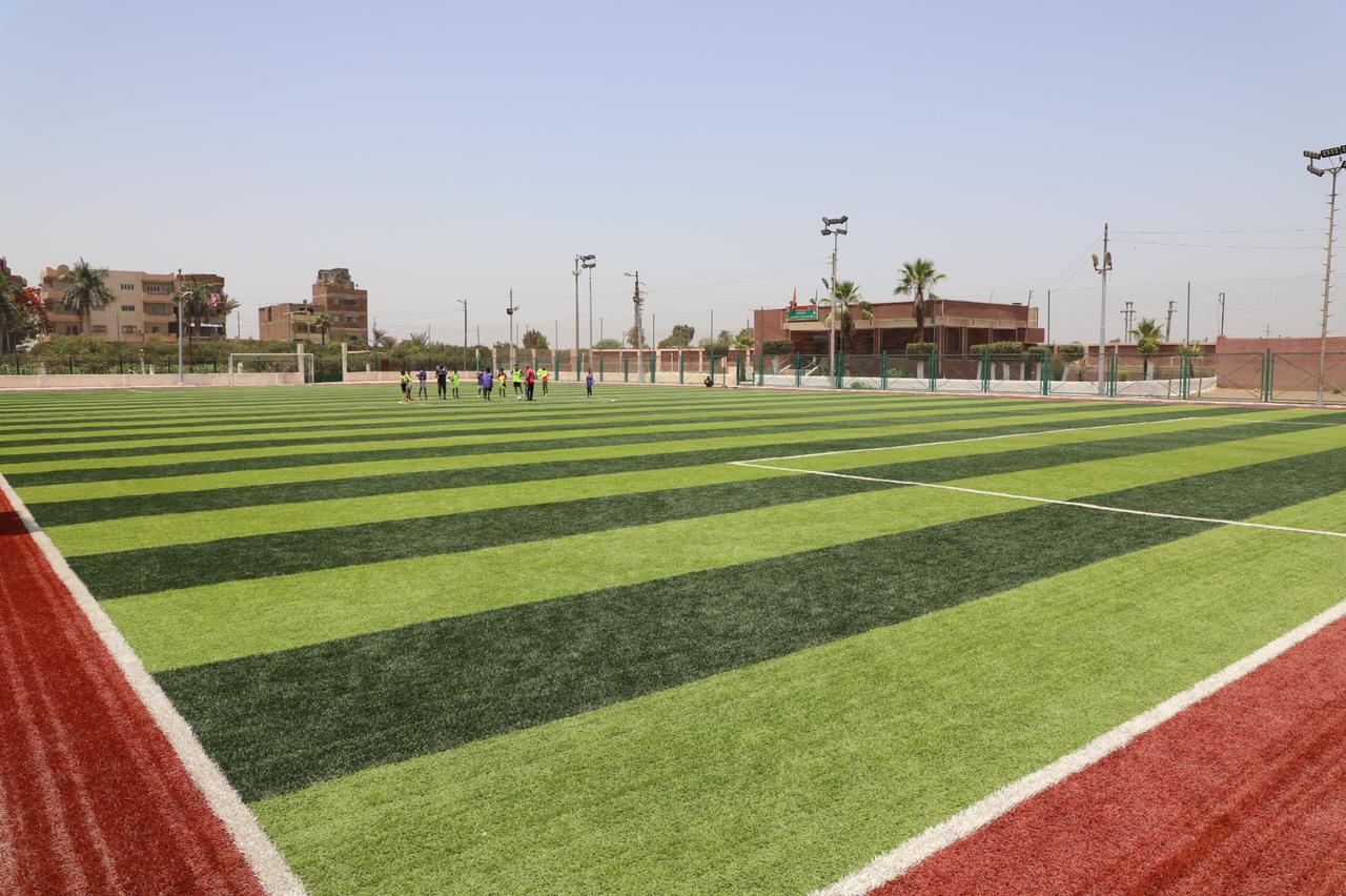 محافـظ المنوفية يفتتح مشروع محطة رفع صرف صحى وملعب خماسي (3)