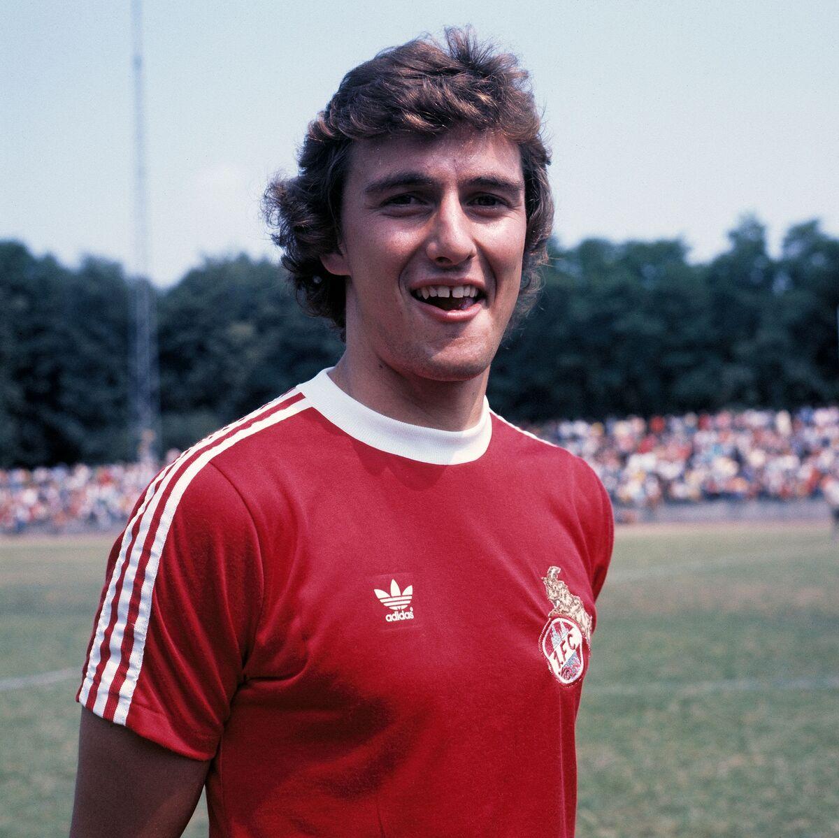 ديتر مولر لاعب ألمانيا الغربية