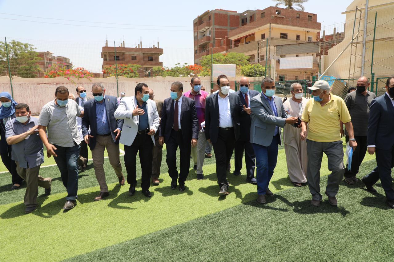 محافـظ المنوفية يفتتح مشروع محطة رفع صرف صحى وملعب خماسي (2)