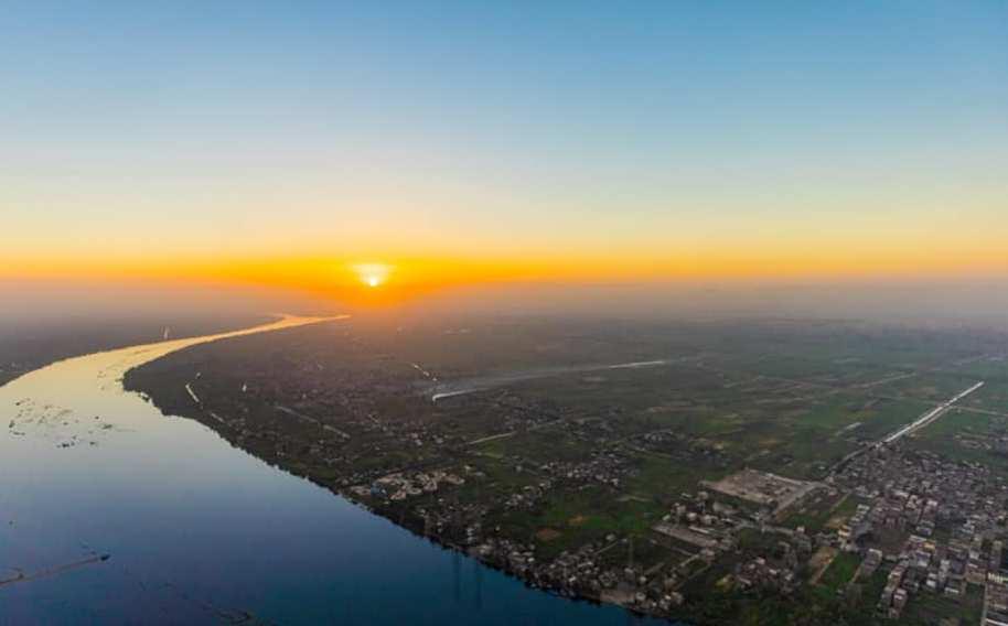 لحظة شروق الشمس من أعلى رحلات البالون