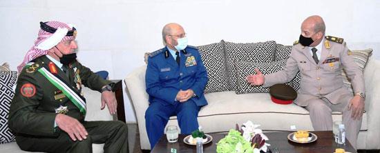 وزير الدفاع يعود لأرض الوطن عقب حضوره مراسم الاحتفال بالمئوية الأولى لتأسيس الأردن (3)