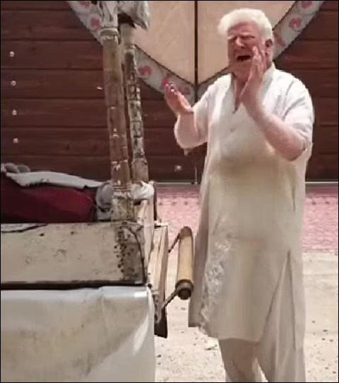 بائع آيس كريم شبيه دونالد ترامب جديد يظهر في باكستان. (1)