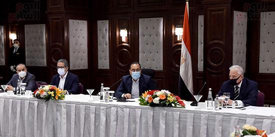 رئيس الوزراء يلتقى المستثمرين السياحيين (2)