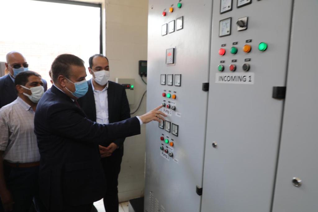 محافـظ المنوفية يفتتح مشروع محطة رفع صرف صحى وملعب خماسي (9)