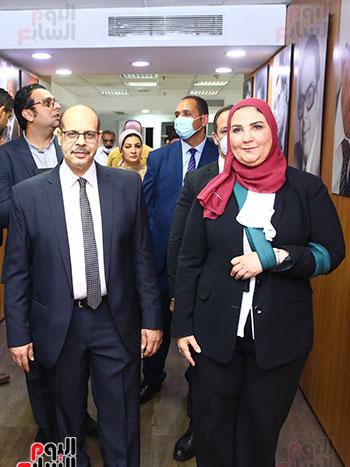 الكاتب الصحفى أكرم القصاص  ووزيرة التضامن