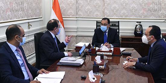 رئيس الوزراء يتابع مع وزير البترول موقف تنفيذ المشروعات (4)