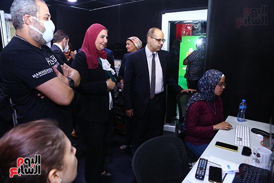وزيرة التضامن برفقة رئيس التحرير داخل استوديو  تلفزيون اليوم السابع