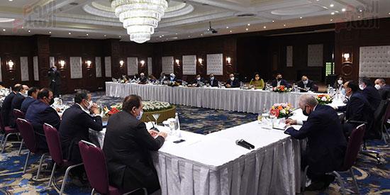 رئيس الوزراء يلتقى المستثمرين السياحيين (6)