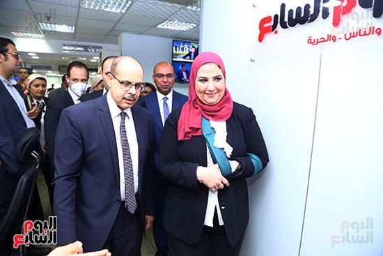 الكاتب الصحفى أكرم القصاص ووزيرة التضامن الاجتماعي