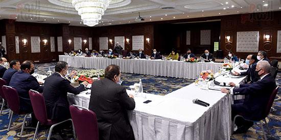 رئيس الوزراء يلتقى المستثمرين السياحيين (5)
