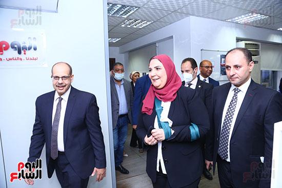 وزيرة التضامن تتفقد صالة تحرير اليوم السابع