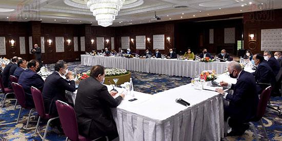 رئيس الوزراء يلتقى المستثمرين السياحيين (7)