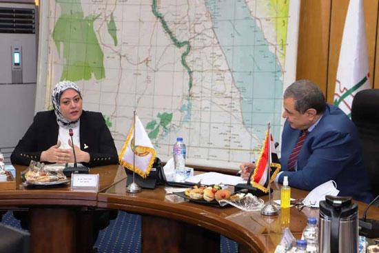 وزير القوى العاملة مع وفد تنسيقية شباب الأحزاب (10)