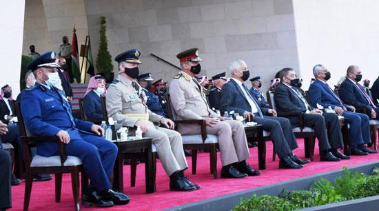 وزير الدفاع يعود لأرض الوطن عقب حضوره مراسم الاحتفال بالمئوية الأولى لتأسيس الأردن (5)