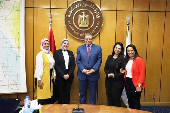 وزير القوى العاملة مع وفد تنسيقية شباب الأحزاب (9)