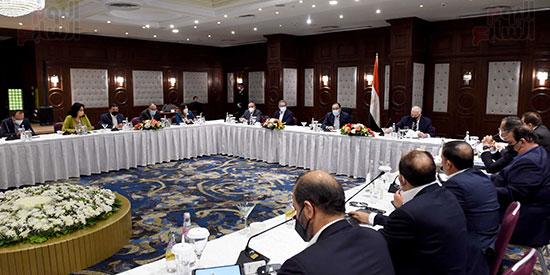 رئيس الوزراء يلتقى المستثمرين السياحيين (4)
