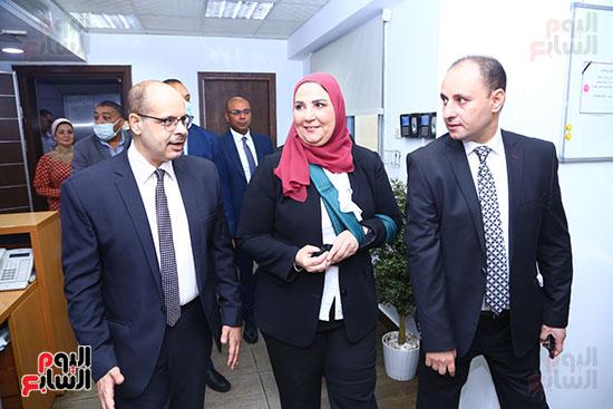 الكاتب الصحفي أكرم القصاص والدكتورة نيفين القباج